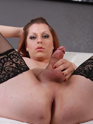 Sweet Tyra Scott posing in alluring stockings